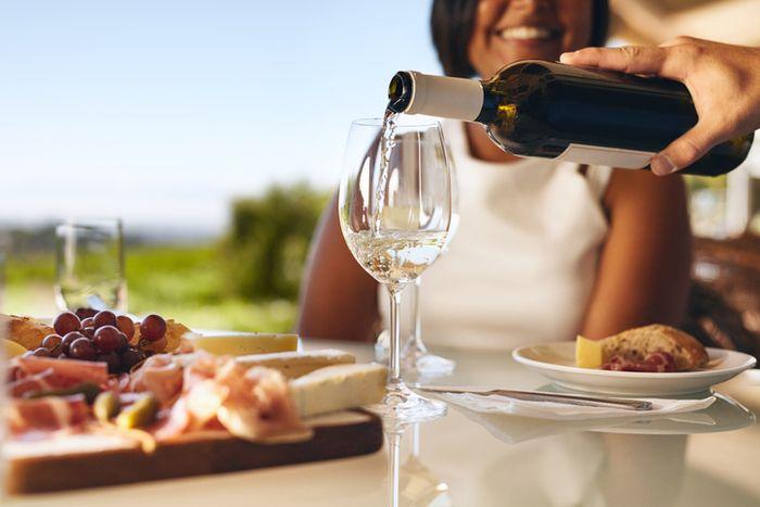 Como servir um vinho