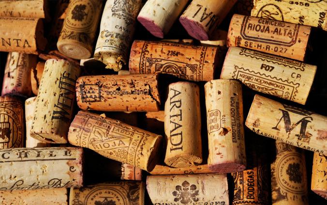 Quais são os tipos de rolhas e as vedações para os vinhos